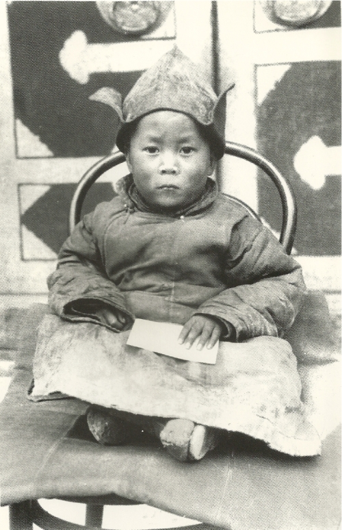 the-dalai-lama-as-a-child-in-amdo-shorty-after-his-discovery-by-a-party-of-monks